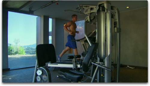 That's some amazing scenery.  Oh and look, Sean's on the treadmill!