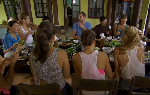 Look! People eating food! On The Bachelor!
