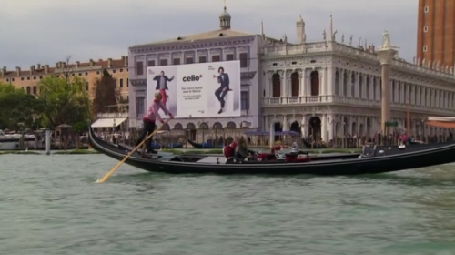 Either theres only one ad in Venice or they are just going around the same block over and over.